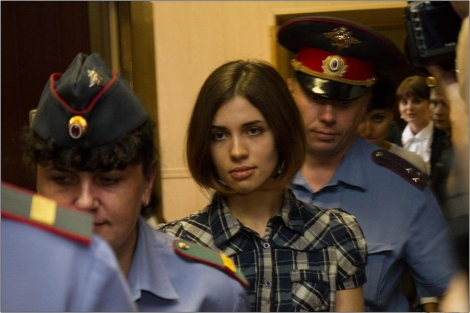 Nadezhda_Tolokonnikova_(Pussy_Riot)_at_the_Moscow_Tagansky_District_Court_-_Denis_Bochkarev