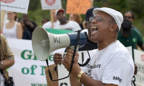 Rev.-Pinkney-leads-anti-Whirlpool-golf-course-opening-protest-081010-by-c-damonjhartley_crop